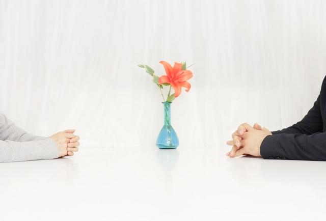 離婚を回避することが出来ました!離婚を回避したいのならば、お互いの両親と仲良くして、話をよく聞く事につきます。